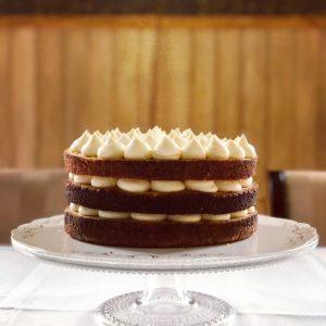 Appelsiini-tuorejuustomousse naked cake